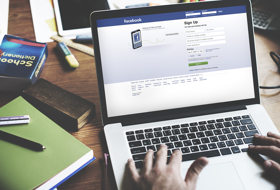 A group of teachers used Facebook as a collaborative writing platform to encourage students to create and co-evaluate. - Photo: Bigstock