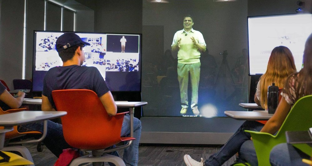 Tec de Monterrey, pioneer in telepresence lectures, had previously used the technology with robots controlled by teachers. - Photo: Tecnológico de Monterrey