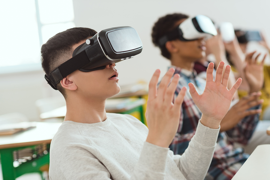 Teachers use augmented reality (AR) and virtual reality (VR) to captivate a digitalized generation. - Photo: Bigstock