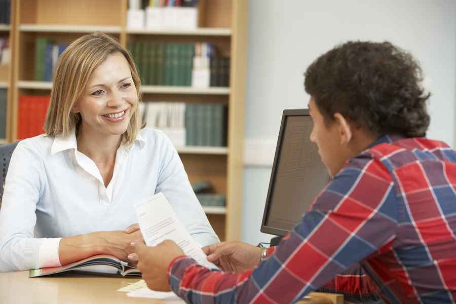 Data-based communication between students and college administrators is the key to improving the student experience and securing donations from graduates, according to a study. - Photo: Bigstock