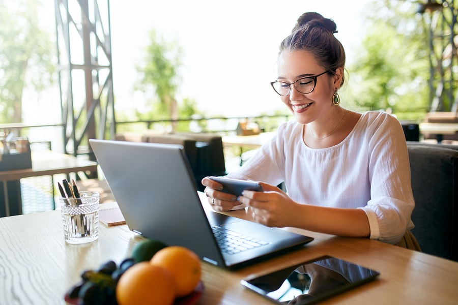 Multitasking behavior and distraction can undermine the effectiveness of online education. - Image: Bigstock