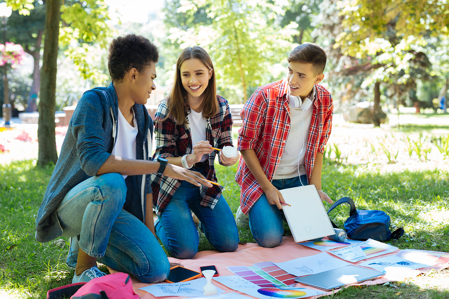 When students are responsible for managing an event that has a social impact, they learn to develop their creative and critical capacity to propose imaginative and original solutions. -