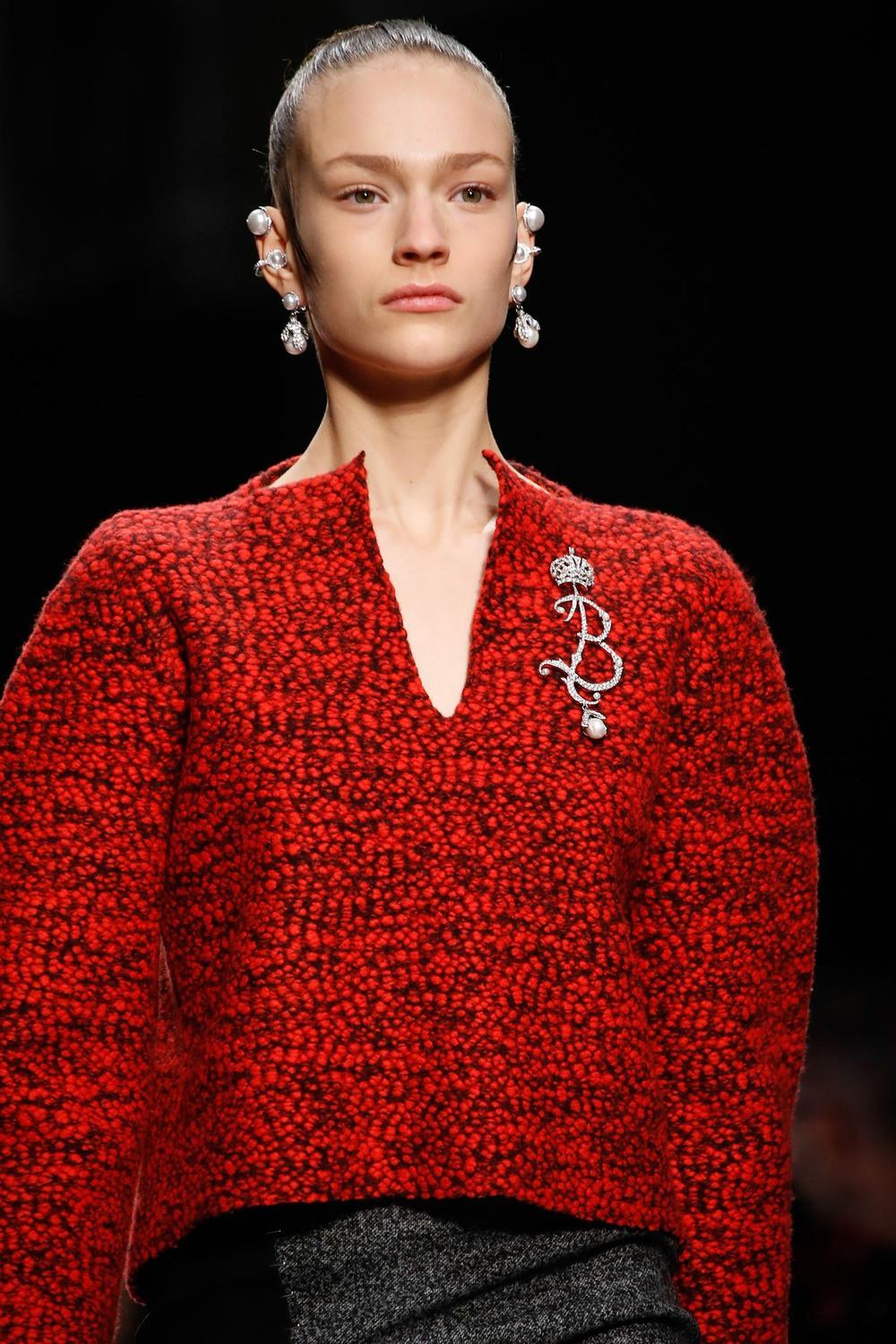 01-02-accessories-trends-fall-2015-estate-jewelry.jpg