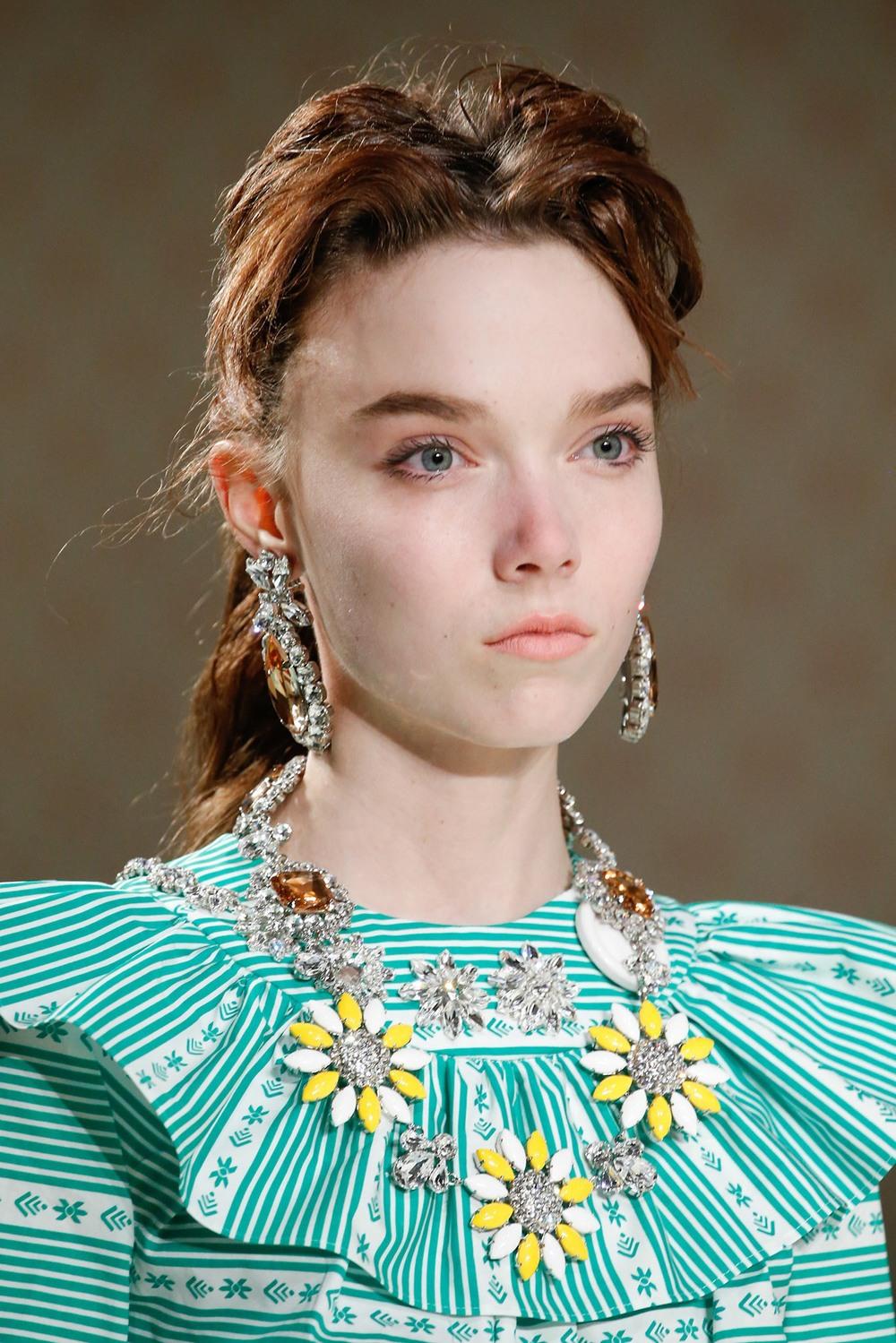 01-04-accessories-trends-fall-2015-estate-jewelry.jpg