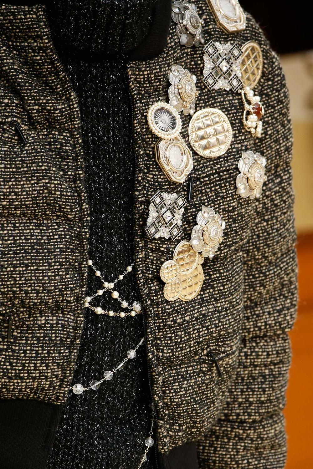 01-05-accessories-trends-fall-2015-estate-jewelry.jpg