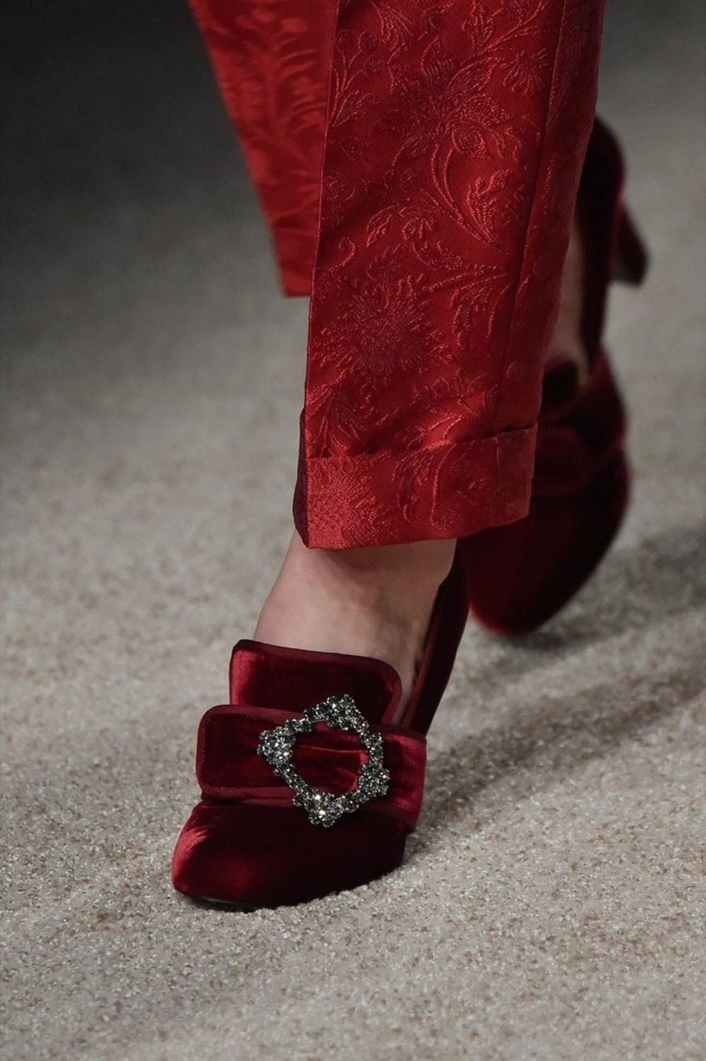 02-01-accessories-trends-fall-2015-velvet.jpg