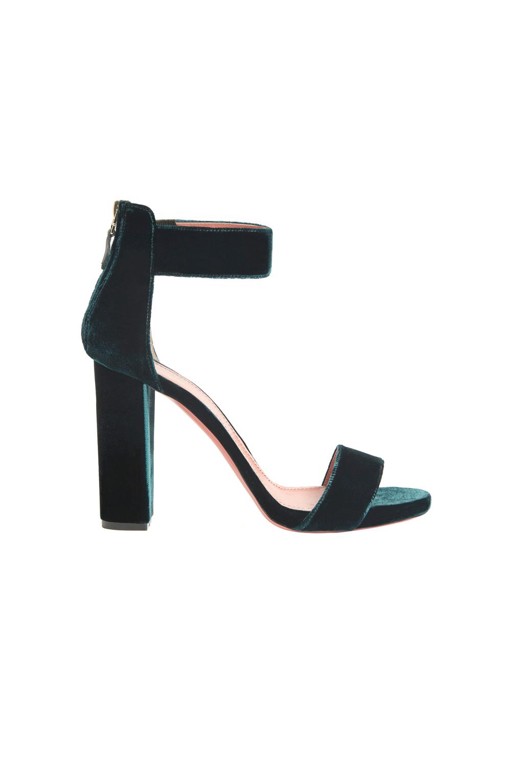 02-06-accessories-trends-fall-2015-velvet.jpg