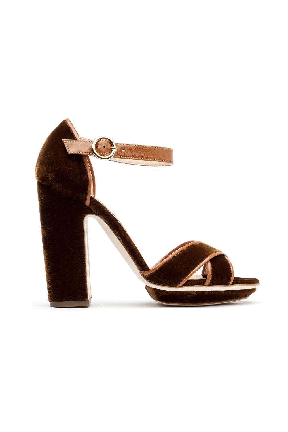 02-08-accessories-trends-fall-2015-velvet.jpg