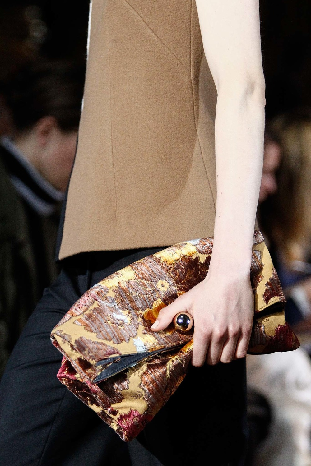 03-03-accessories-trends-fall-2015-daytime-clutch.jpg