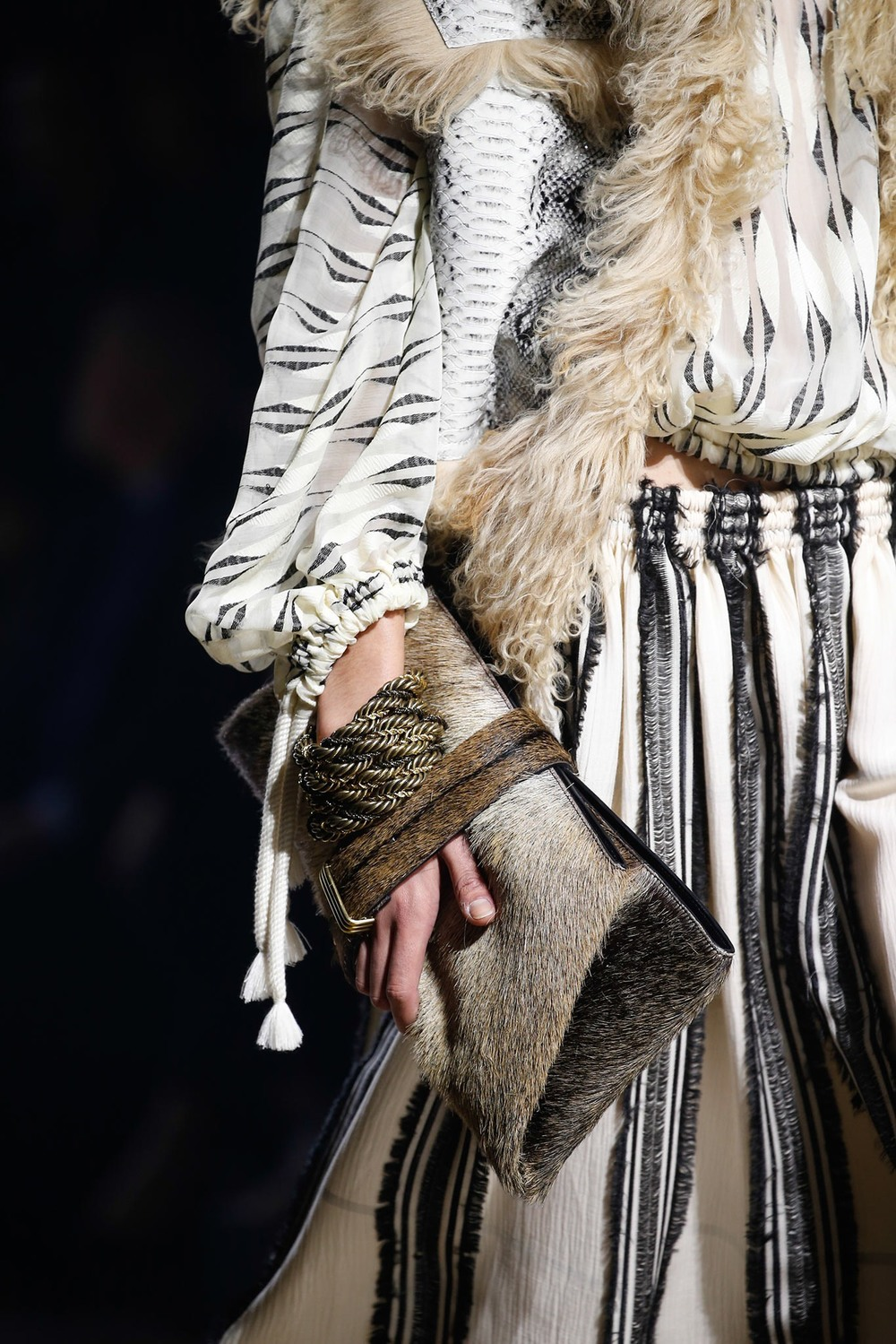 03-04-accessories-trends-fall-2015-daytime-clutch.jpg