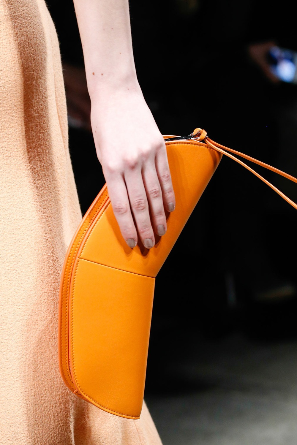 03-06-accessories-trends-fall-2015-daytime-clutch.jpg