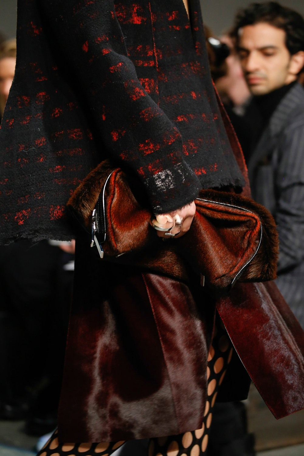 03-07-accessories-trends-fall-2015-daytime-clutch.jpg