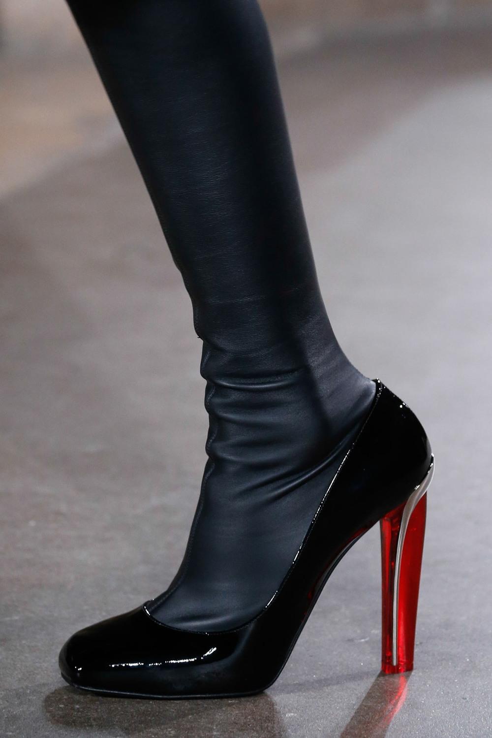 04-04-accessories-trends-fall-2015-lucite-heel.jpg