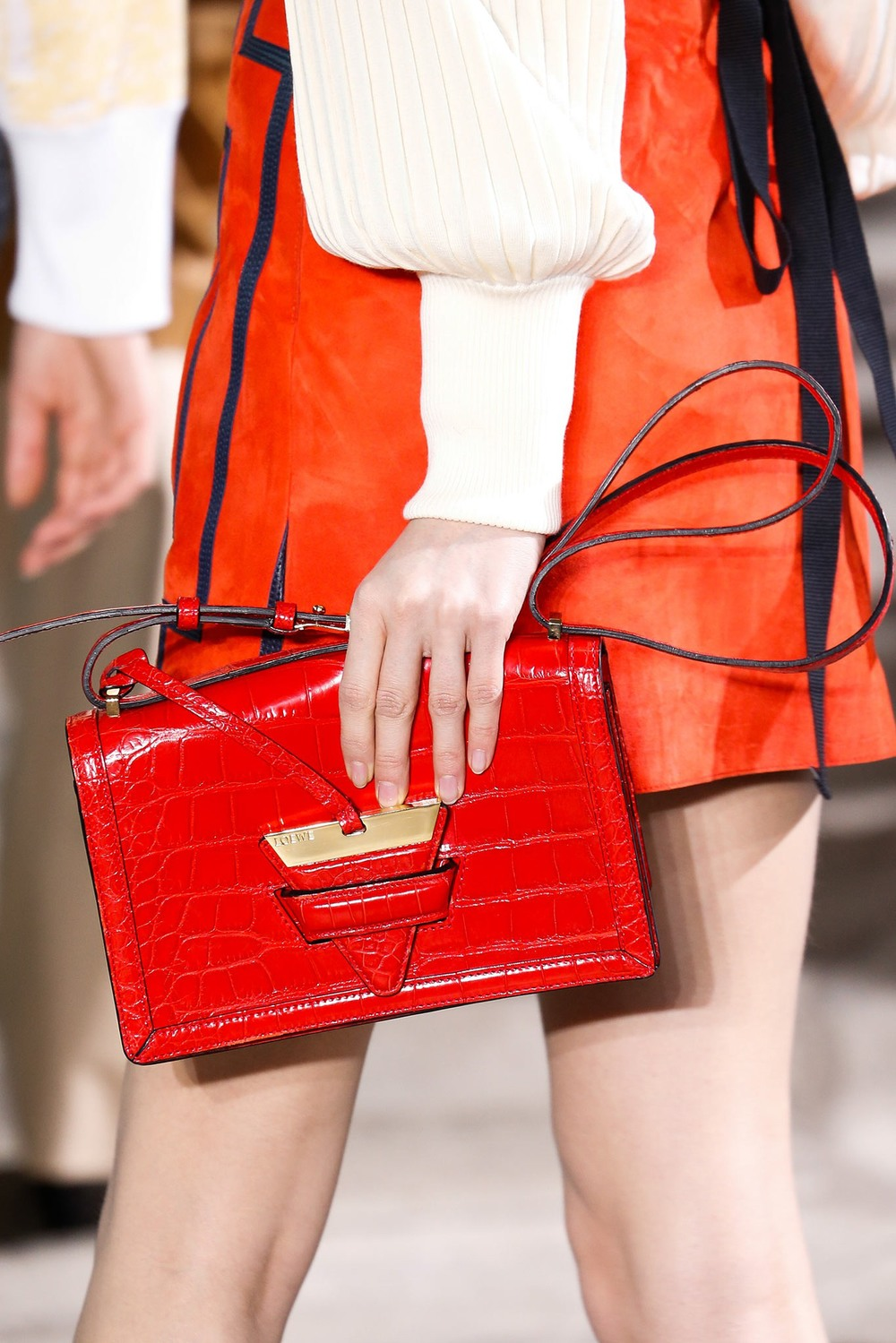 09-02-accessories-trends-fall-2015-red.jpg