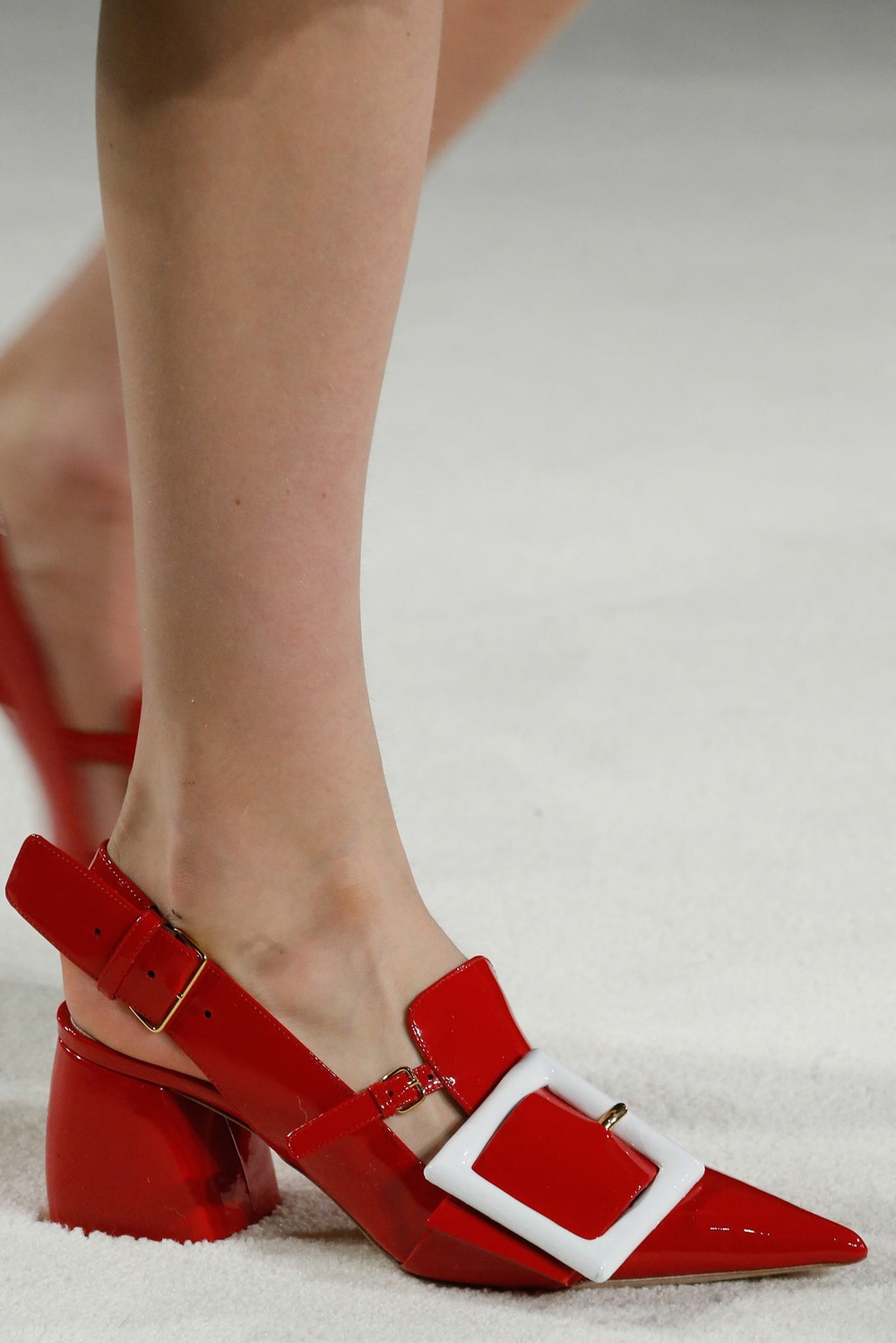 09-03-accessories-trends-fall-2015-red.jpg
