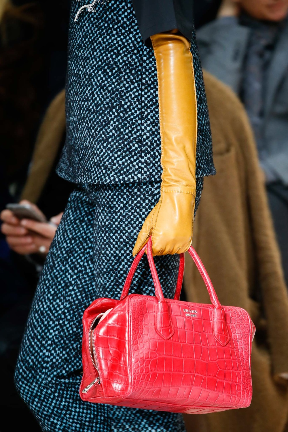 09-05-accessories-trends-fall-2015-red.jpg