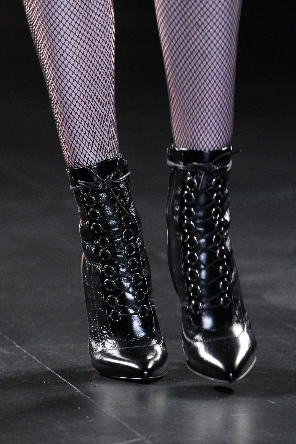 17-best-runway-accessories-fall-2015-saint-laurent.jpg