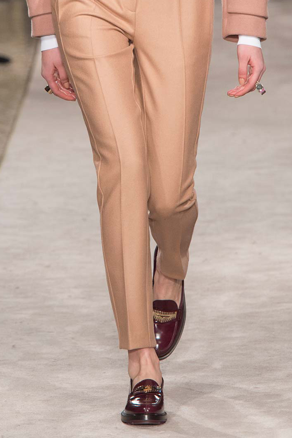 224-best-runway-accessories-fall-2015-tods-2.jpg