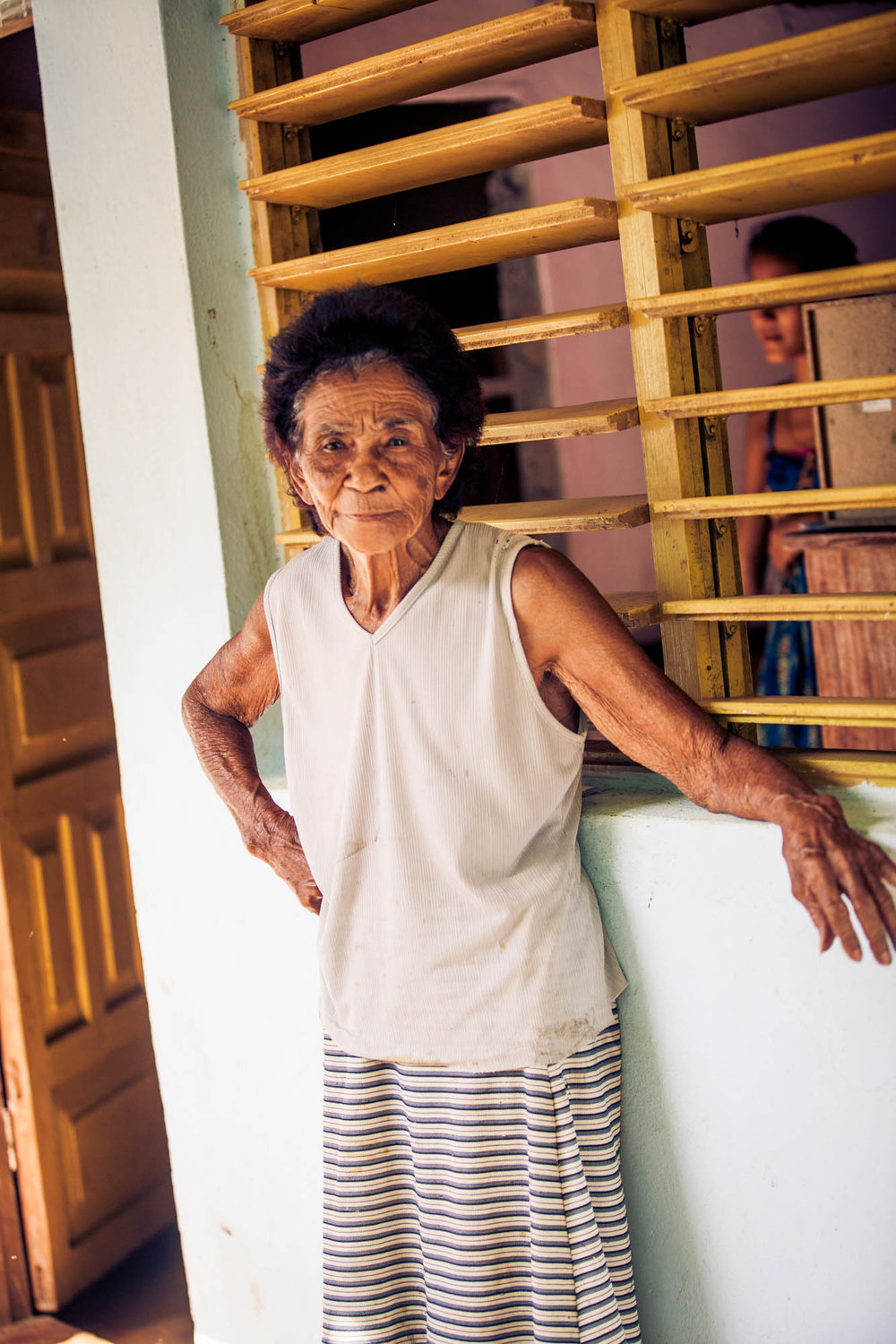 LA ABUELA    Grandma Fuentes, the matriarch of the farm, had an exceptional calm about her presence. She welcomed us and exchanged several smiles as we enjoyed fresh fruta bomba (papaya) and coconut at the family's home. Wisdom emanated from her.