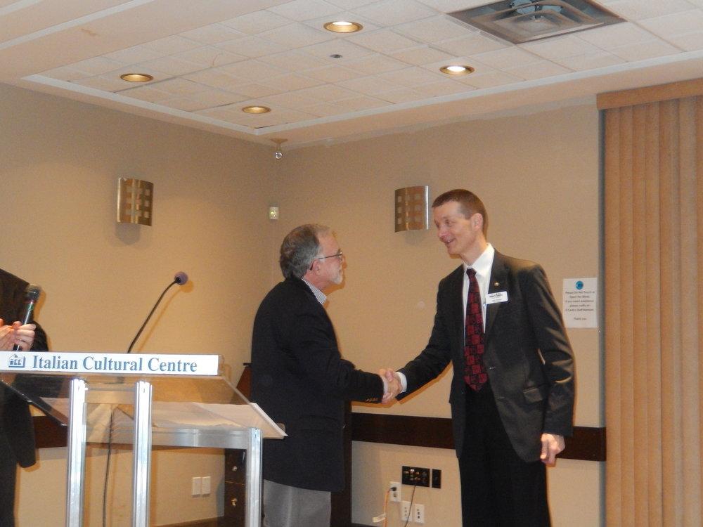 Tim Wentz presents Past Pres Pin to Les Periera.jpg