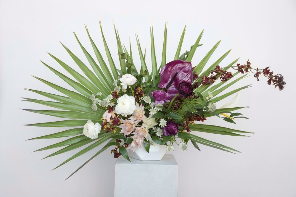 YVES - Yves is the modern and sophisticated look. The minimal, bold tropical varieties compliment the soft blooms. Inspired by the gardens of Majorelle, Yves brings a chic vibe to your contemporary event.