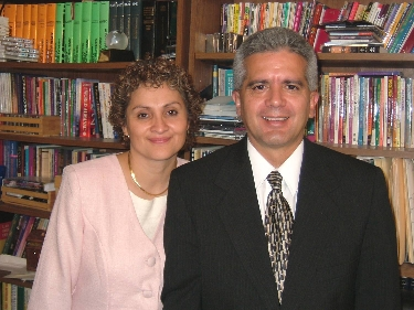 Productores: Rev. Armando y su distinguida esposa Dra. Luz de Vera