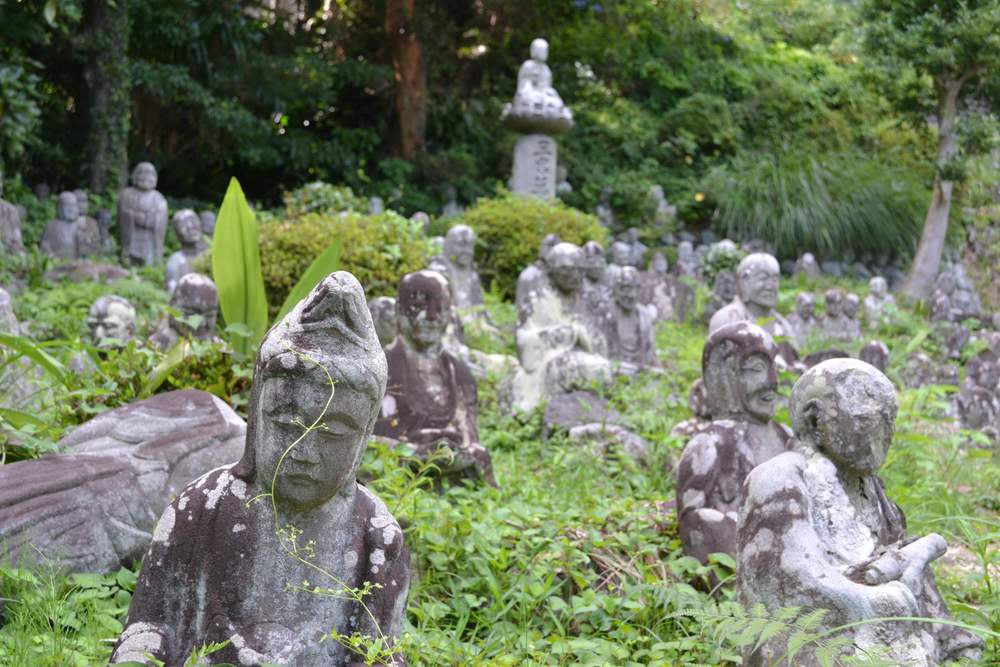 At Seiken-ji among the statues of 500 Buddhist saints in Shimizu-ku, Shizuoka City. The temple was an important stop for Joseon diplomatic missions traveling from Korea to Edo.