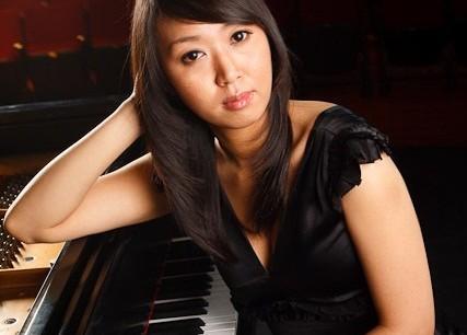 Vivian Choi, piano