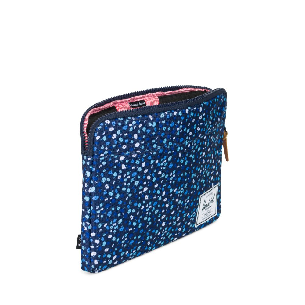 MacBook Air &MacBook Pro cases - 20% of all hard shells, cases, sleeves and backpacksHerschel – Tucano – Thule - Booq