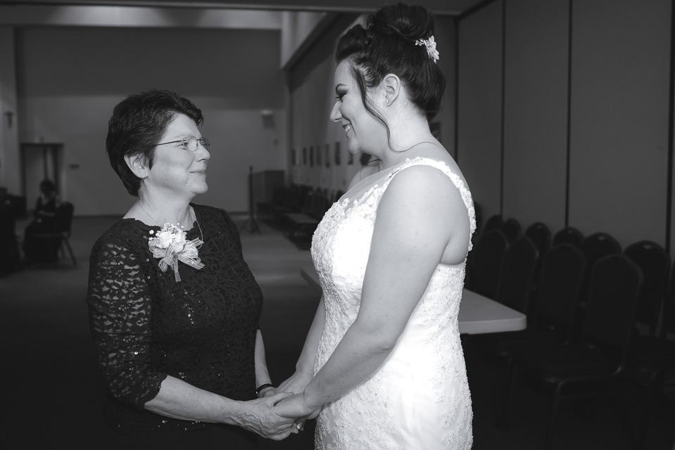 17.04.01_Napela Wedding-15bride, first look, Lapum-Napela Wedding, livonia, michigan, mother of the bride.jpg