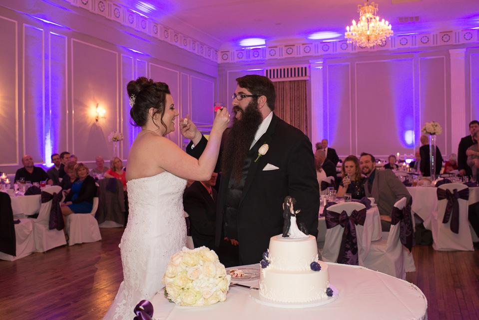 17.04.01_Napela Wedding-53bride, cake, cake topper, cutting of cake, Groom, Lapum-Napela Wedding, reception.jpg