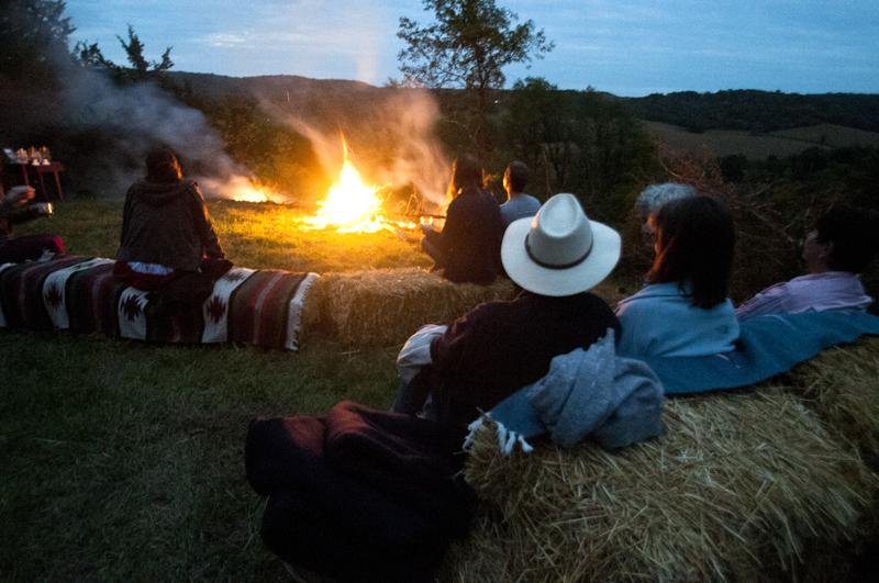 a.800.enos.farm.harvest.moon.dinner.outisde.campfire.DSC_2163.jpg