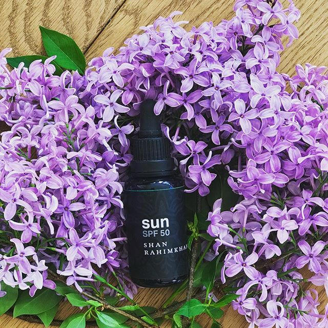 Enjoy the sun & take care of your skin ☀️💜🌸 #sunprotection #spf #naturalskincare #skincareblogger #sun #summertime #happyskin #beauty #beautyblog #skincare #freeofparabens #freeofmineraloil #freeofsilicones #freeofsulphates #photooftheday #instagood #followme