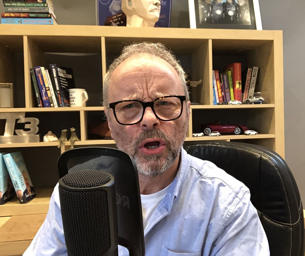 Robert Llewellyn recording a solo podcast