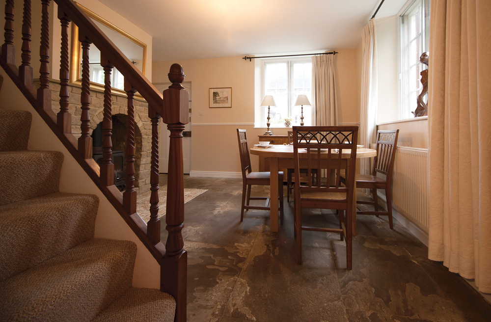 barton_manor_holiday_cottage_diner_5.jpg