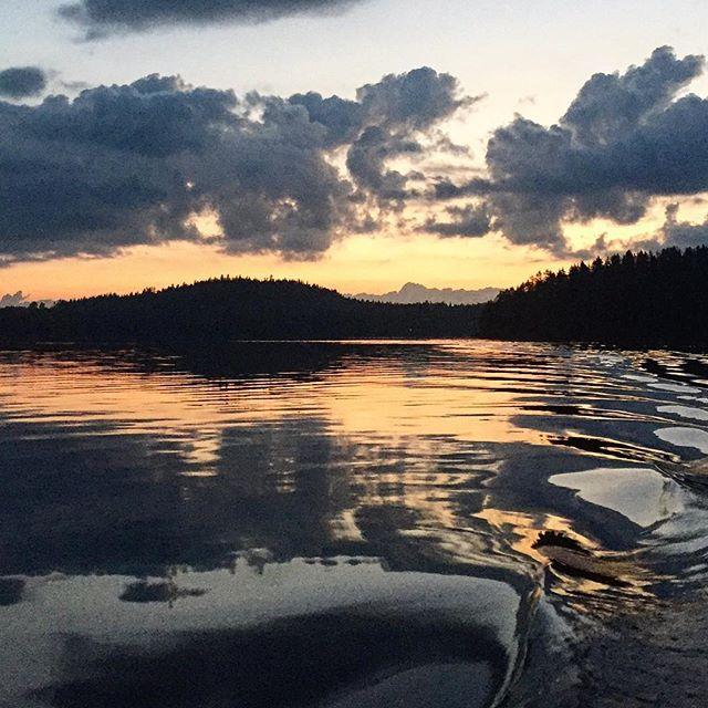 Morning lake  #soundinspirations #lake #waves #reflection #relaxing #boat #nature #clouds #finland #suomiretki #saimaa #soundshade