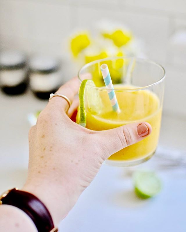 cheers to friday!!! this passion mango smoothie is up #ontheblog and here's how i feel about it 😁😁😁 (full recipe on alittlealice.com - link in bio!)