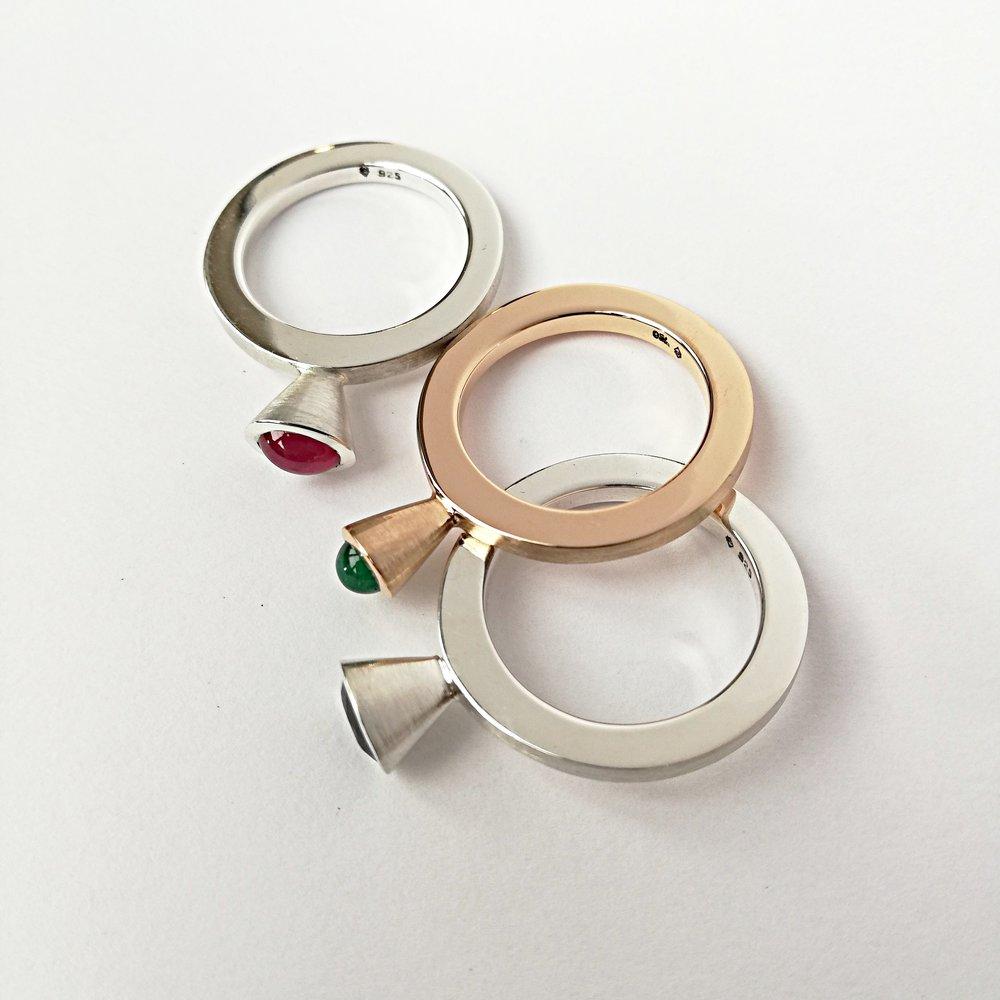 Ring No.7 - Rubin / Silber 925 / Fr. 480.00Saphir / Silber 925 / Fr. 520.00Smaragd / Roségold 750 / Fr. 1190.00