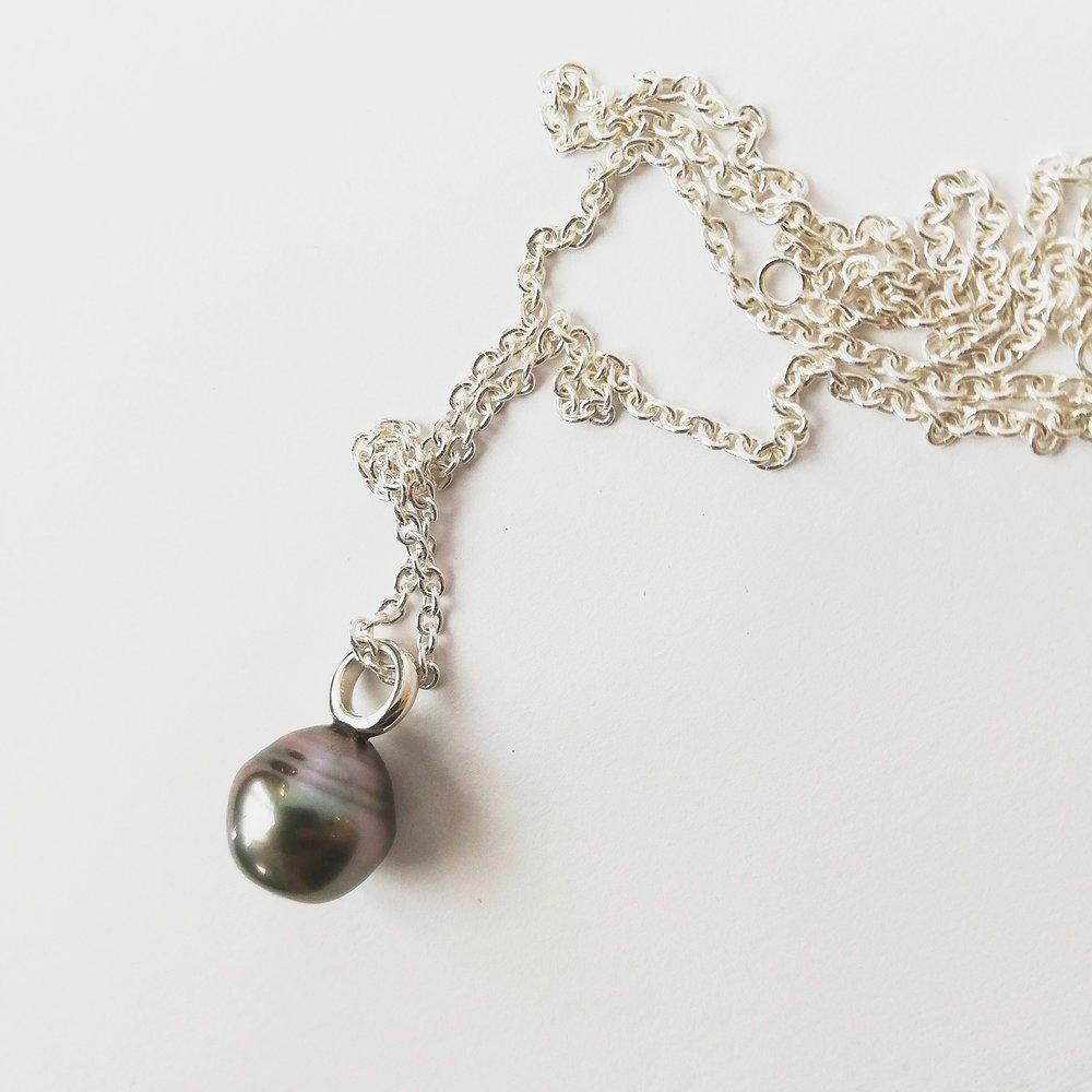 Halsschmuck No.4 - Tahitiperle / Silber / Preis variierendauch mit anderen Perlen oder Farbsteinen erhältlich
