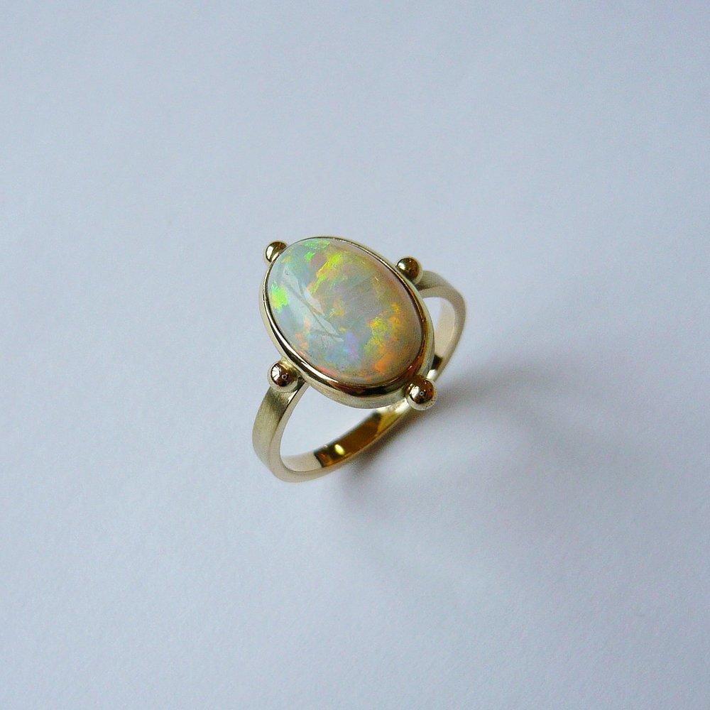 Ring  Kundenanfertigung / Opal / Gelbgold 750