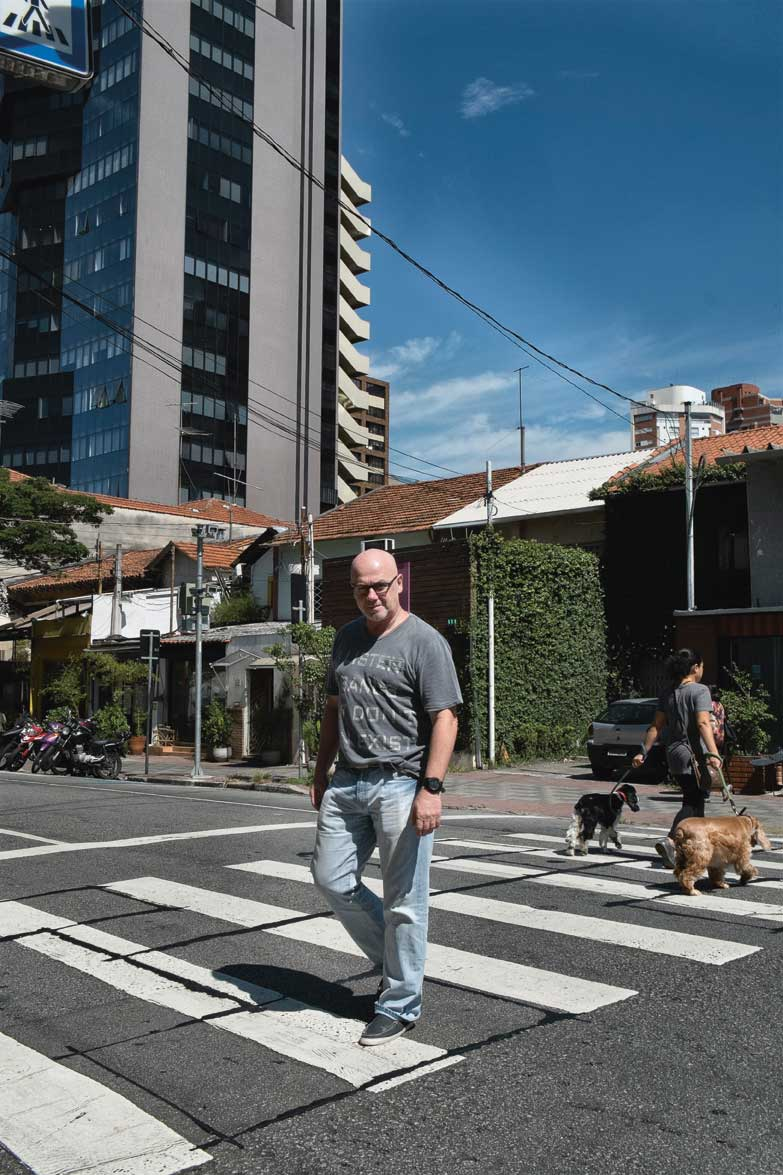 58-year-old Cássio Calazans, was born in Vila Madalena. As president of SAVIMA, the neighborhood's community association, he is working to maintain the bohemian, cultural environment in which he grew up.