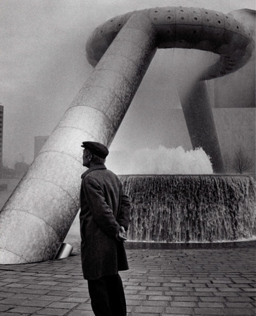 Isamu Noguchi at Philip A. Hart Plaza, Photographer unknown. Courtesy The Noguchi Museum.