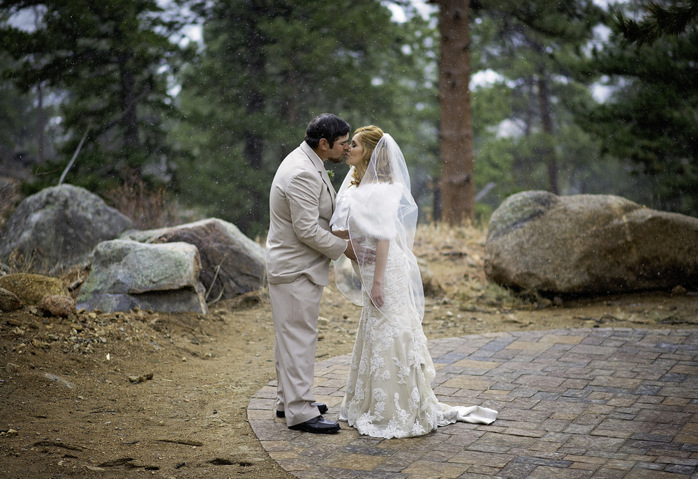 First kiss, after the first look. I absolutely love this!