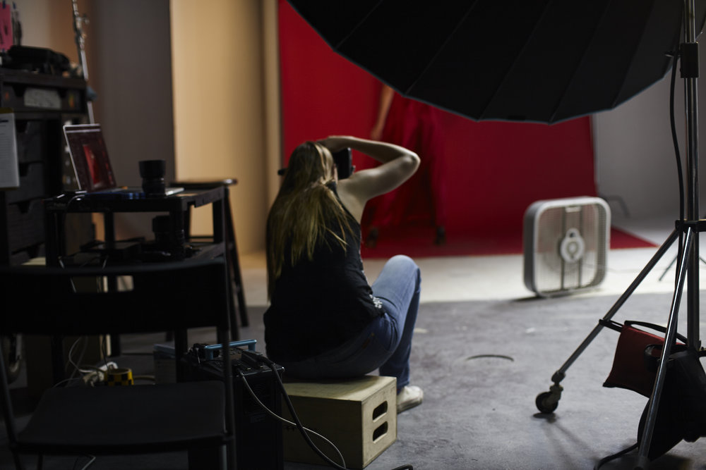 Hiding in the corner of the frame is the Broncolor FB Parabolic outfitted with a ringlight