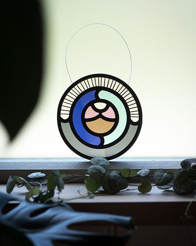 Favourite kind of collab; creating mini Loops for friends ✨ 🙌🏼 @theroundwindow  #loopdloop #stainedglass #florajamieson #dslooking