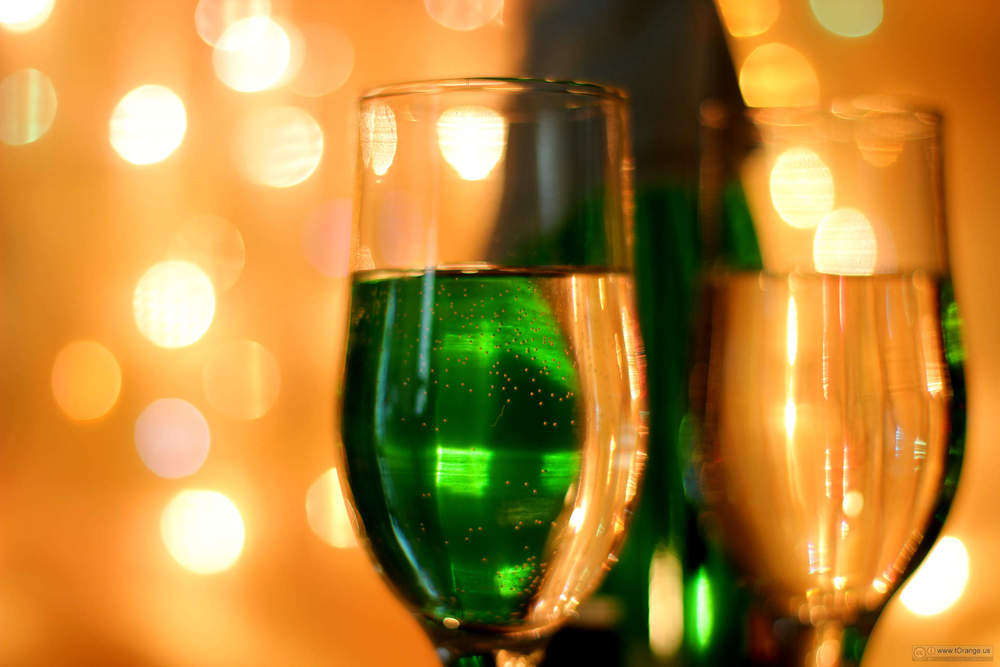 """"""" Holidays. New Year. Festive wine photo. Image №24662 """" IS LICENSED UNDER  CC BY 4.0 ."""