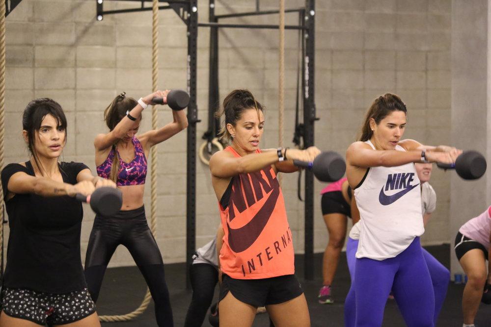 Nossa programação desafia o iniciante mas também tira o atleta de sua zona de conforto.