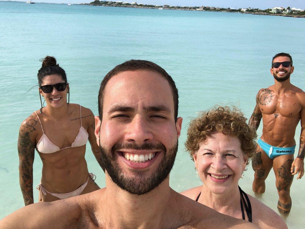 Eu com Samantha, Marcos e meu filho mais novo David.