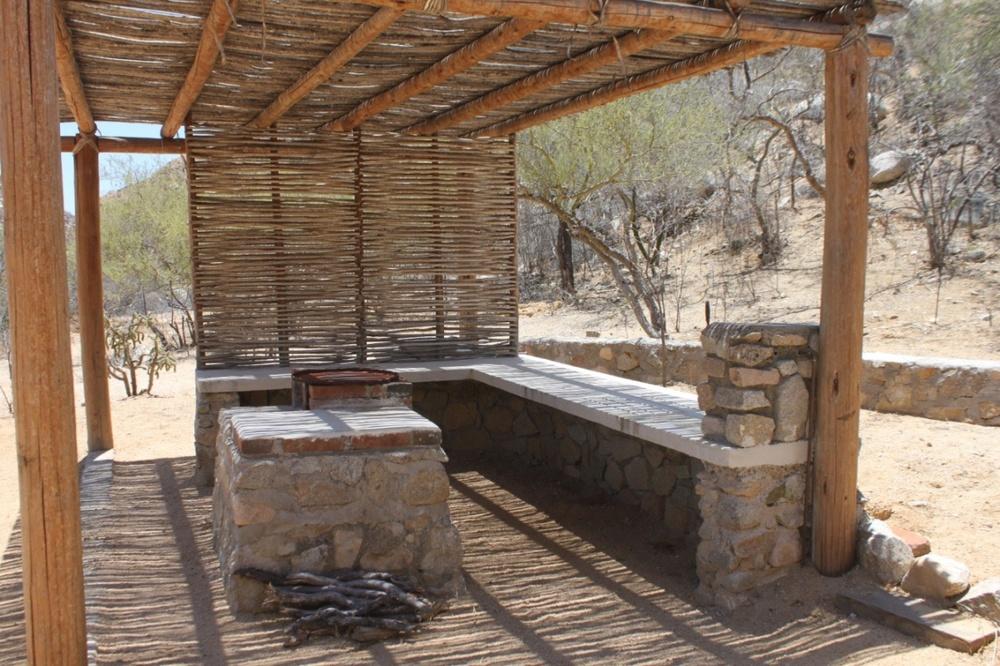 las-canoas-rancho-tradicional-cocina-exterior-baja-sur-mexico.JPG