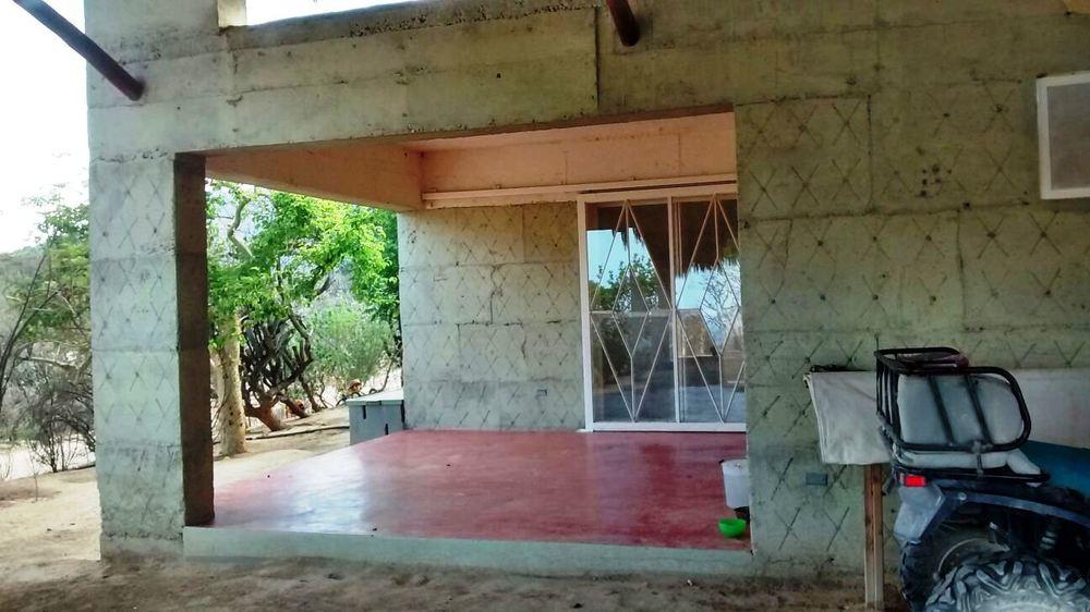 cerro-pelon-casa-mezcla-cemento-tierra-licuada-arquitectura-ecologica-la-paz-mexico.jpg